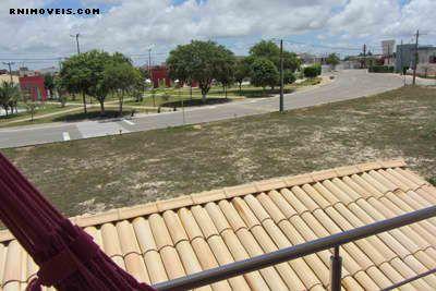 Vista da área de lazer da varanda, muito próxima.