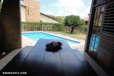 Área coberta com vista para a piscina