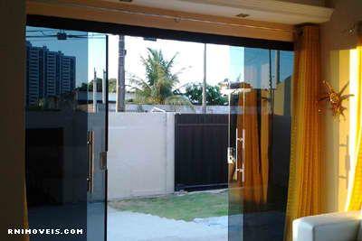 Porta da sala para o exterior, área da piscina