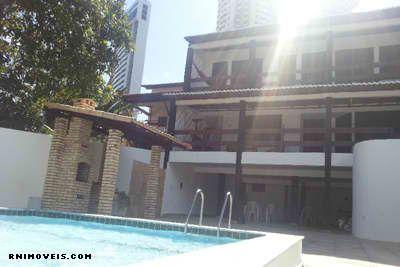 Casa perto da praia e com piscina.