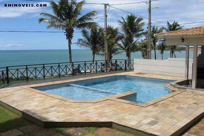 Apartamento beira-mar com piscina