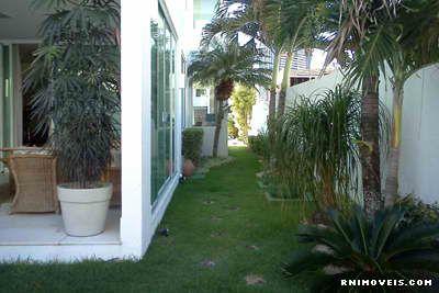 Lateral da casa, jardim