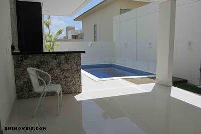 Área interior com piscina e churrasqueira