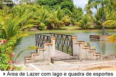 Condomínio com lago e área de lazer