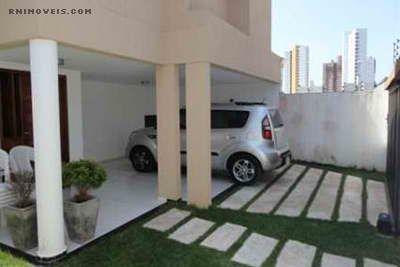 Casa com garagem coberta