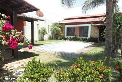 Casa com piscina em Capim Macio 350 m2