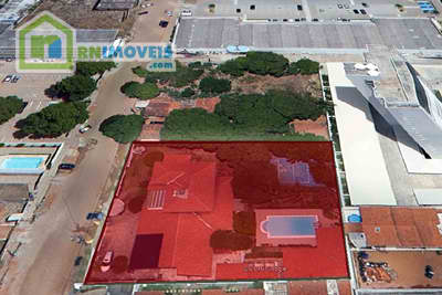 Casa e terreno em Capim Macio 2000 m2